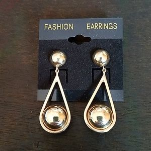 Jewelry - 5 for $25🤩 Gold tone post dangle earings